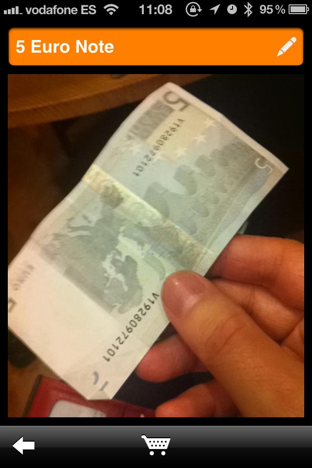 Fotografía de un billtete de 5 € tomada con un iPhone para ser reconocida por OMOBY