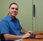 Manolo Álvarez en su escritorio