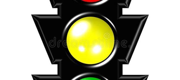 Imagen de un semáforo, solo la parte de las tres luces.