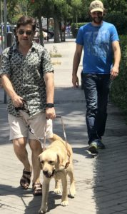 De izquierda a derecha, Enrique, Balú y Victor, el adiestrador.